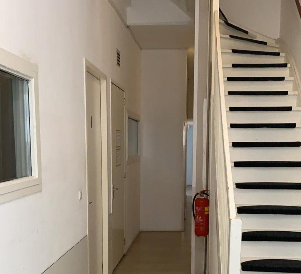 Beschermd Wonen in Groningen WA Scholtenstraat - hal trappenhuis